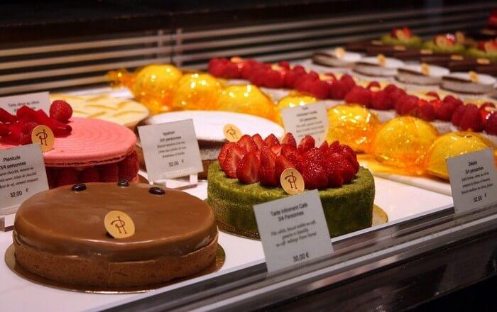 Кондитерские изделия Пьера Эрме. Заказать торт на день рождения, свадьбу в Саратове