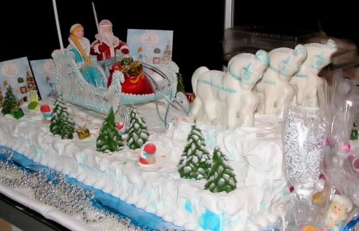 Новогодний торт с Дедом Морозом и Снегурочкой. Заказать торт с доставкой в Саратове