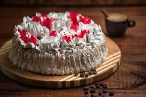 Торт — шедевр кондитерского искусства