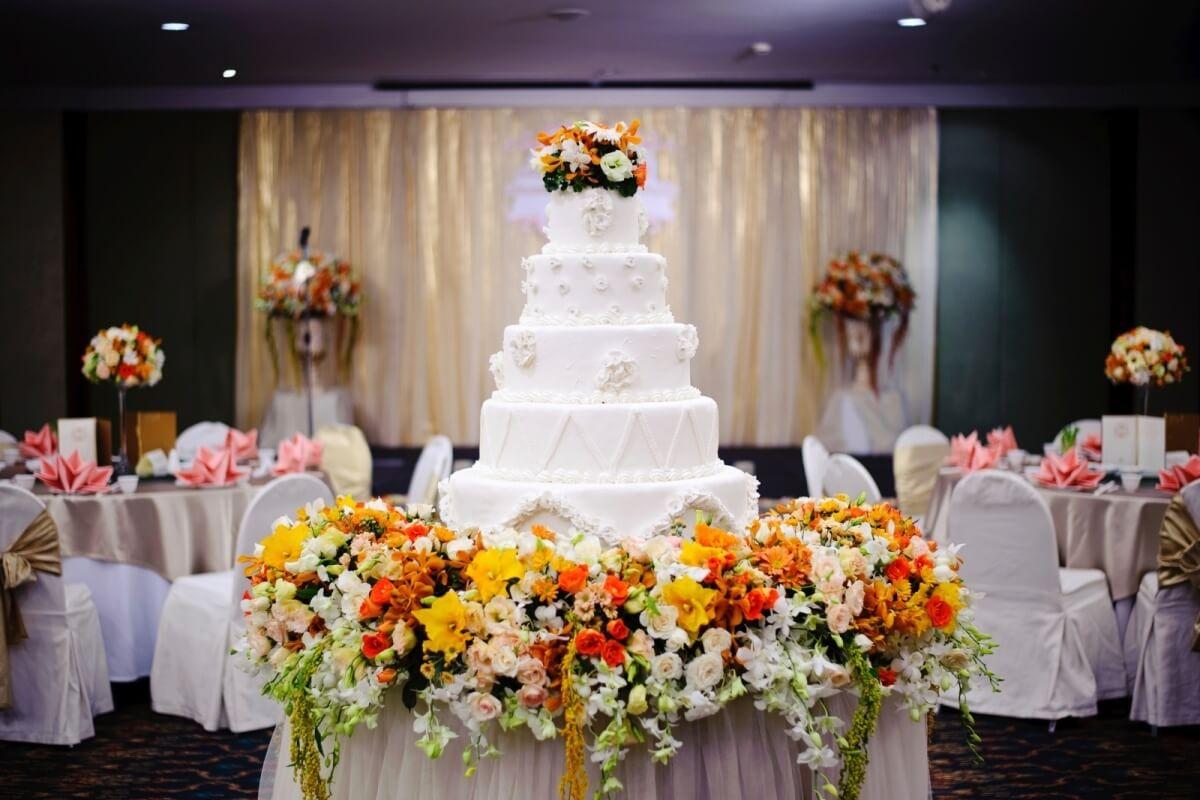 Свадебный торт – вкусно-значимая традиция